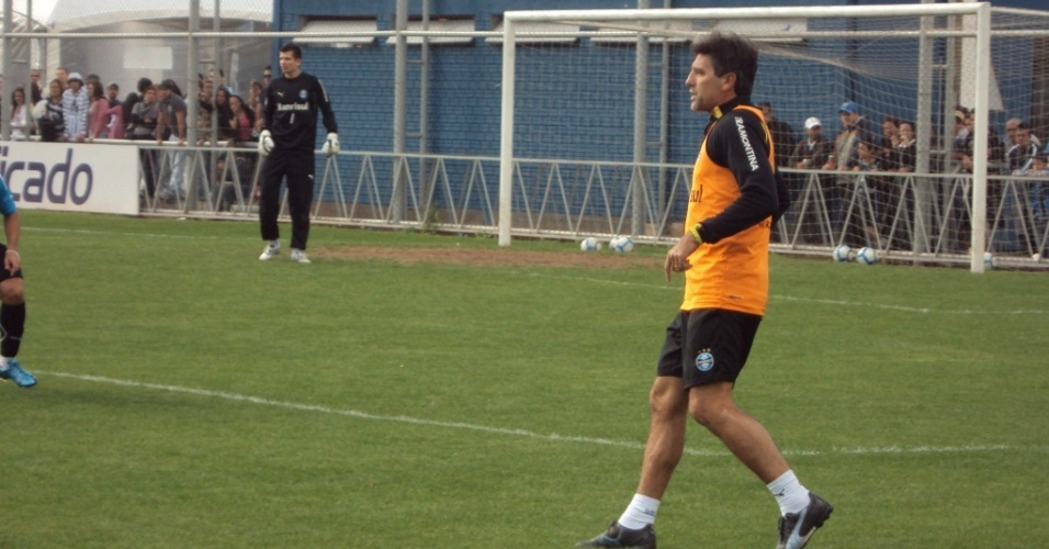 Renato Gaúcho, técnico do Grêmio, participa de rachão no Olímpico