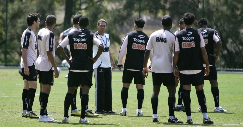Luxemburgo comanda treino no Atlético-MG