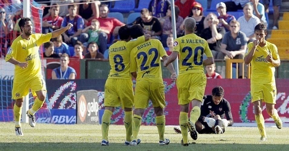 Nilmar comemora um de seus gols sobre o Levante