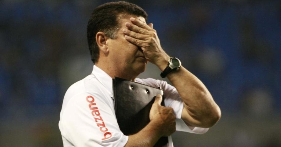 Joel Santana lamenta chance perdida para o Botafogo no clássico contra o Vasco