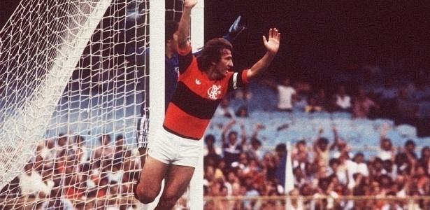 Maior artilheiro da história do Maracanã, Zico comemora um de seus 333 gols no estádio