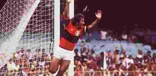 Maior artilheiro da história do Maracanã, Zico comemora um de seus 333 gols no estádio - Arquivo
