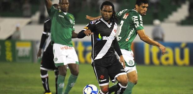 Carlos Alberto a bola durante Vasco x Guarani