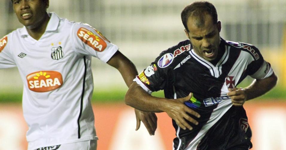 Felipe comemora ao fazer o segundo gol do Vasco contra o Santos