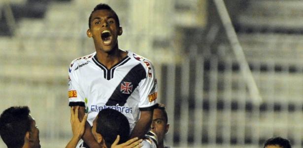 Max comemora ao marcar gol pelo Vasco, em 2010; depois, foi emprestado ao Mogi Mirim