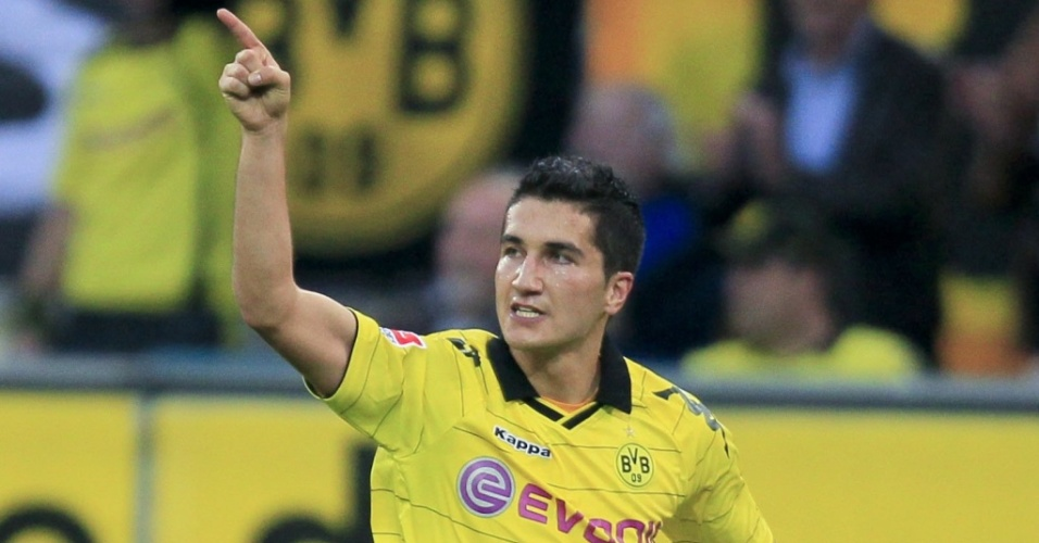 Nuri Sahin, do Borussia Dortmund, comemora ao marcar seu gol contra o Bayern de Munique