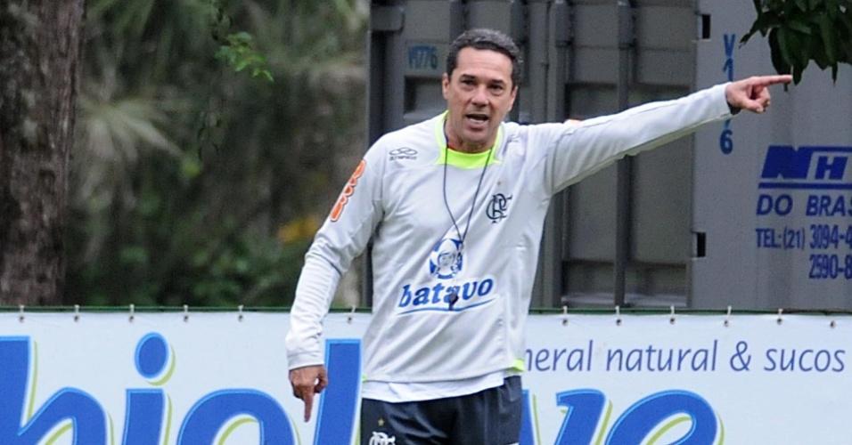 Luxemburgo comanda treino em seu primeiro dia de trabalho no Flamengo