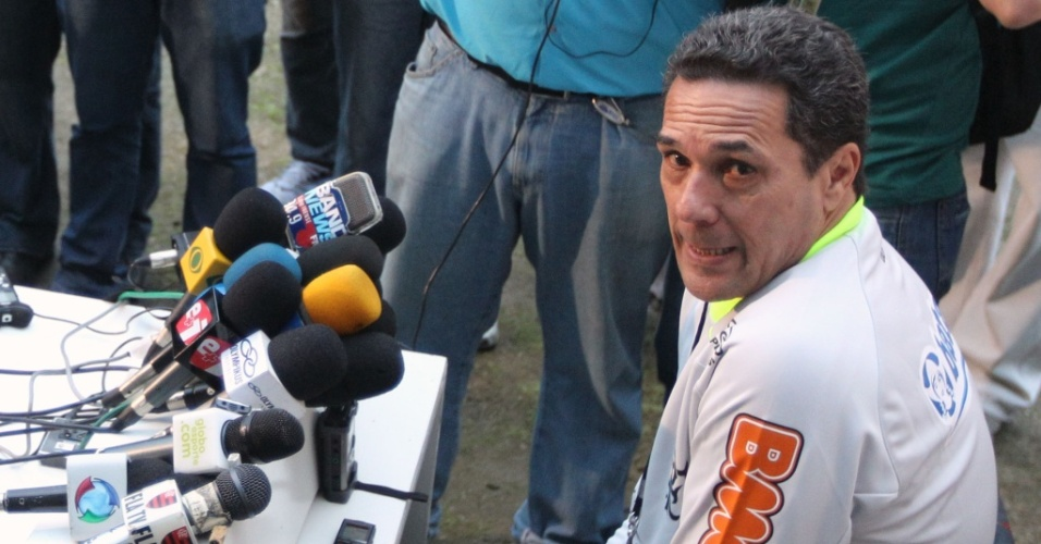 Luxemburgo concede entrevista coletiva em seu primeiro dia de trabalho no Flamengo