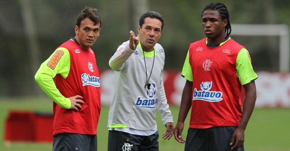 Luxemburgo fala com Petkovic e Diego Maurício em seu primeiro treino no Flamengo
