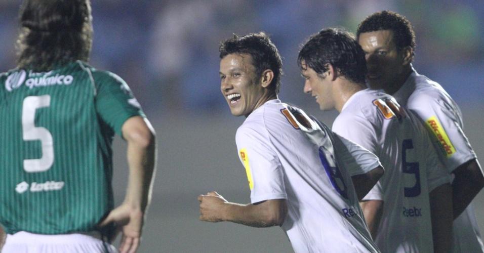 Jogadores do Cruzeiro comemoram gol na vitória sobre o Goiás