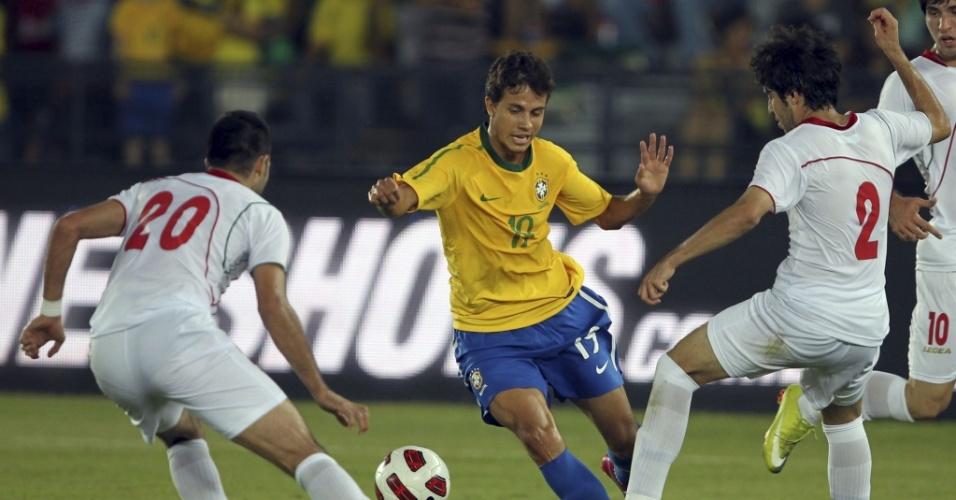 Nilmar em lance de Brasil 3 x 0 Irã