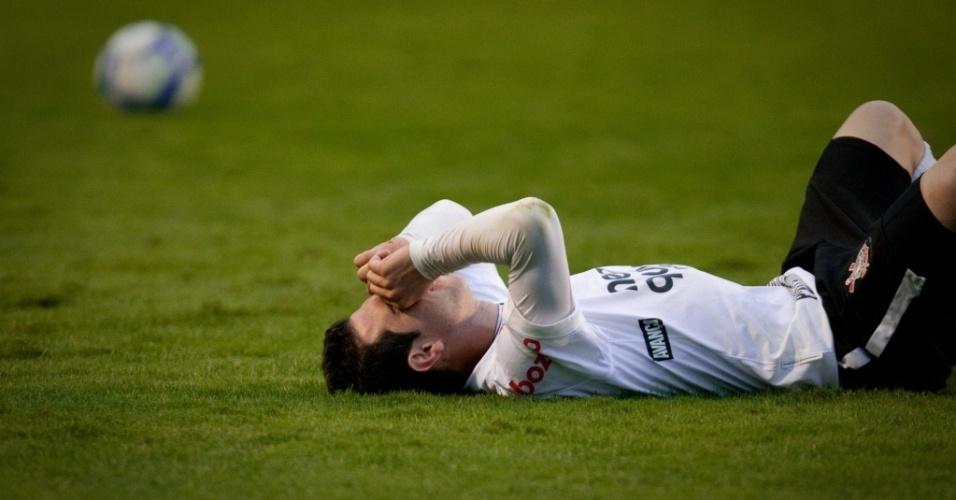 Bruno César em ação na derrota do Corinthians para o Atlético-GO por 4 a 3