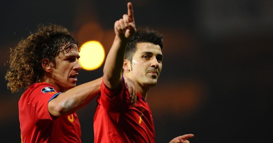 David Villa comemora ao marcar para a Espanha na partida contra a Escócia nas eliminatórias da Euro