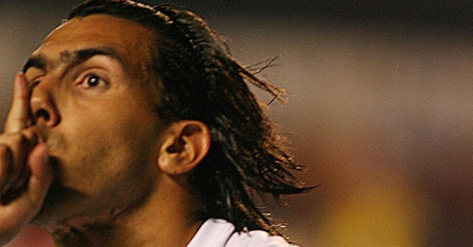 Tevez provoca torcida do Corinthians