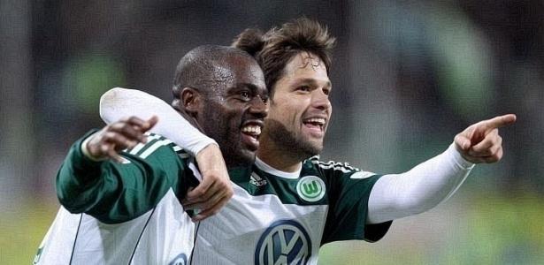 Grafite e Diego comemoram após gol marcado contra o Bayer Leverkusen