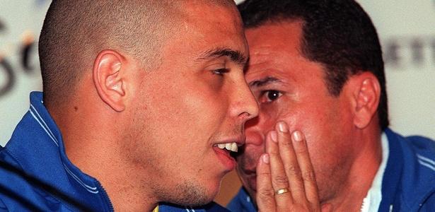 Ronaldo Fenômeno e Vanderlei Luxemburgo na seleção brasileira no ano 2000