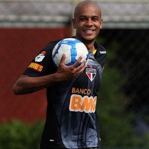 Zagueiro são-paulino Alex Silva espera ao menos atrapalhar o título nacional para o Corinthians