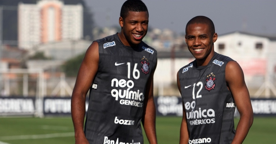 Jucilei e Elias no treino do Corinthians