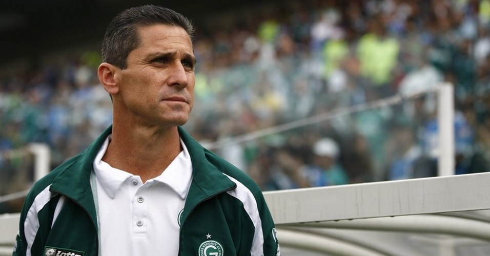 Jorginho, técnico do Goiás, é fotografado durante o jogo contra o Palmeiras na Arena Barueri