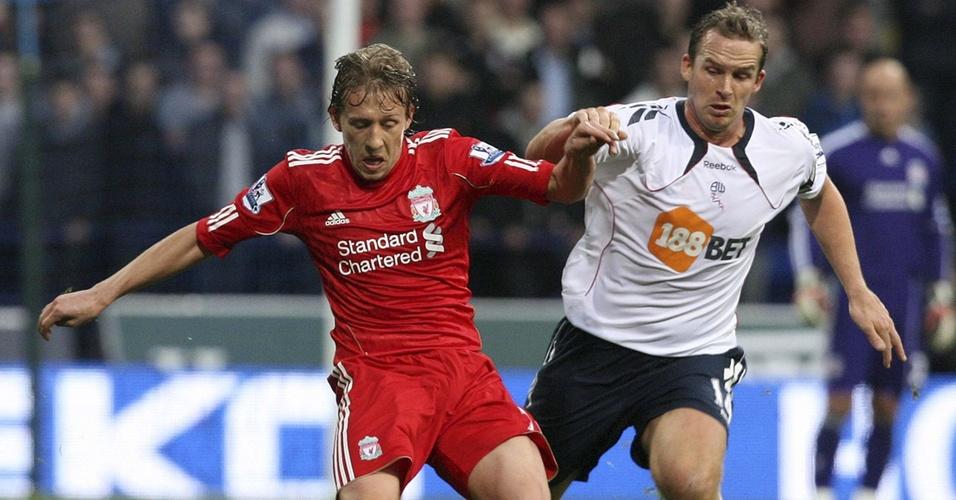 Lucas, do Liverpool, enfrenta o Bolton