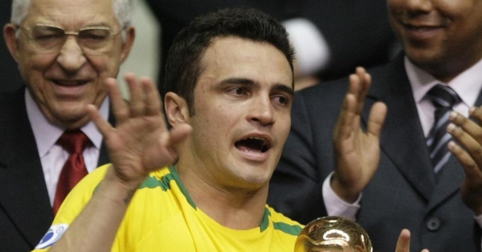 Falcão, estrela do futsal, recebe prêmio no Mundial do Brasil de 2008