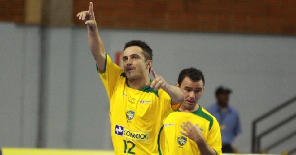 Falcão comemora gol pela seleção brasileira de futsal