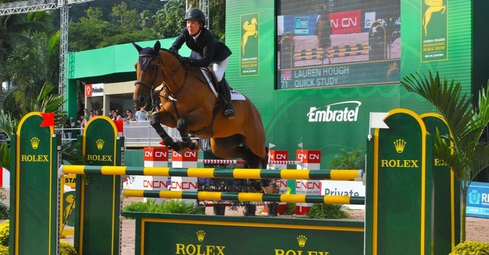 Saltadora Lauren Hough disputa o Athina Onassis Horse Show em 2009