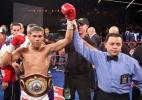 Boxeador nocauteia rival e parte para briga com técnicos - Gregory Payan/AP