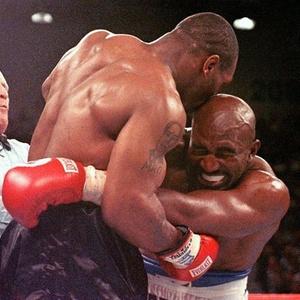 Alejandro Gómez se insiprou em Mike Tyson (f), que mordeu orelha de Evander Holyfield em 1997