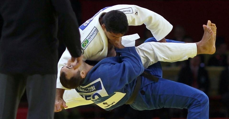 Leandro Guilheiro compete na final do Grand Slam de Paris de judô; ele faturou o ouro na competição