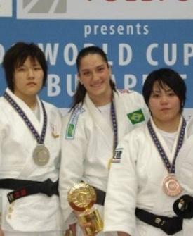 Mayra Aguiar comemora o ouro da categoria até 78 kg na Copa do Mundo de Budapeste
