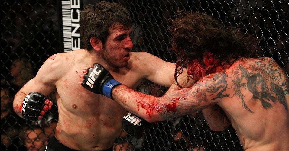 Kenny Florian e Clay Guida (d) se enfrentam durante o UFC 107
