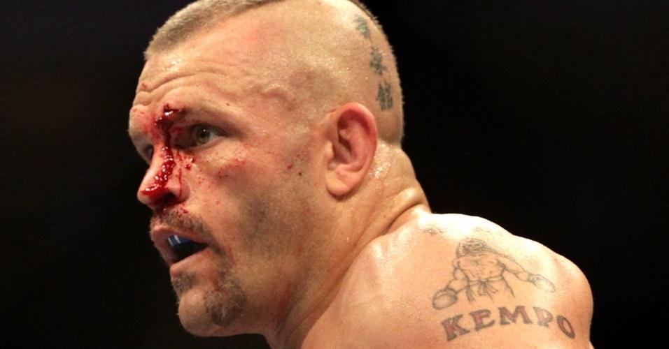 Chuck Liddell recebe golpe de Rich Franklin na derrota por nocaute pelo UFC 115