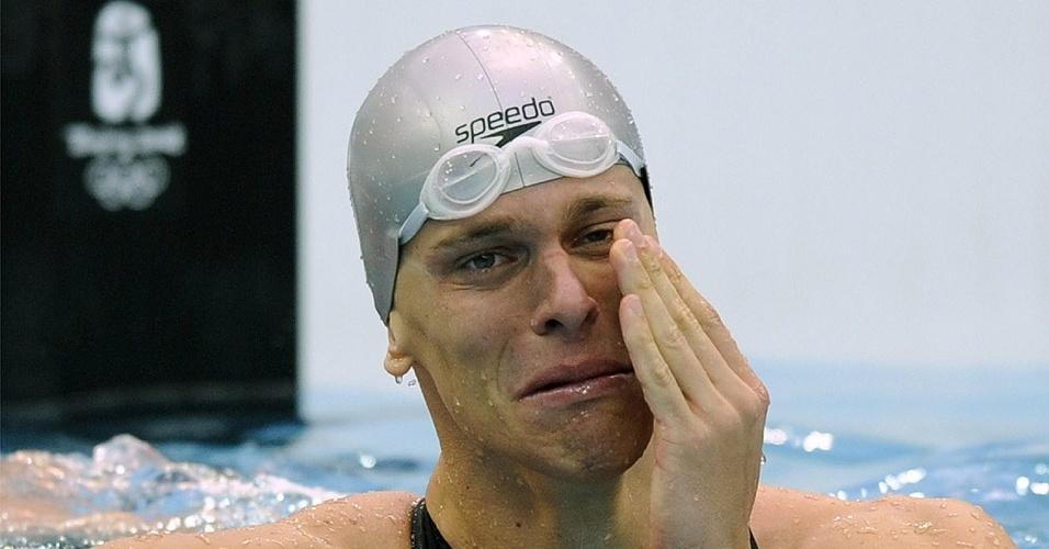 César Cielo chora após conquistar a medalha de ouro dos 50m livre nas Olimpíadas de Pequim, em 2008