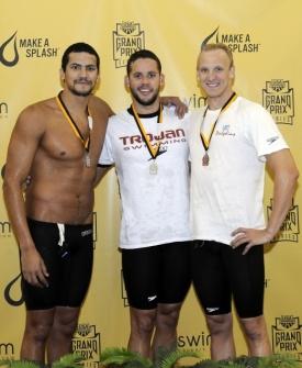Thiago Pereira comemora o ouro dos 400 m medley no GP de Missouri de natação, nos EUA