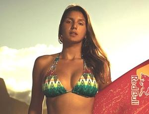 Maya Gabeira brilhou na temporada 09/10 no surfe