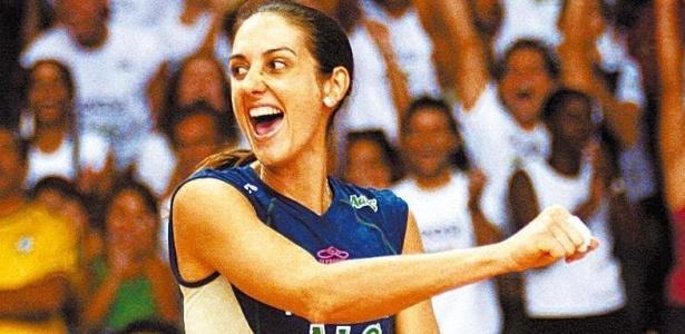 Fernanda Venturini disputa partida pela Superliga de 2006 com o Rexona