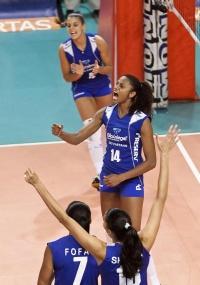Natália comemora ponto na vitória do São Caetano sobre o Pinheiros