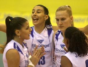Com grande atuação de Sheilla, São Caetano abriu as quartas de final com uma vitória sobre o Minas