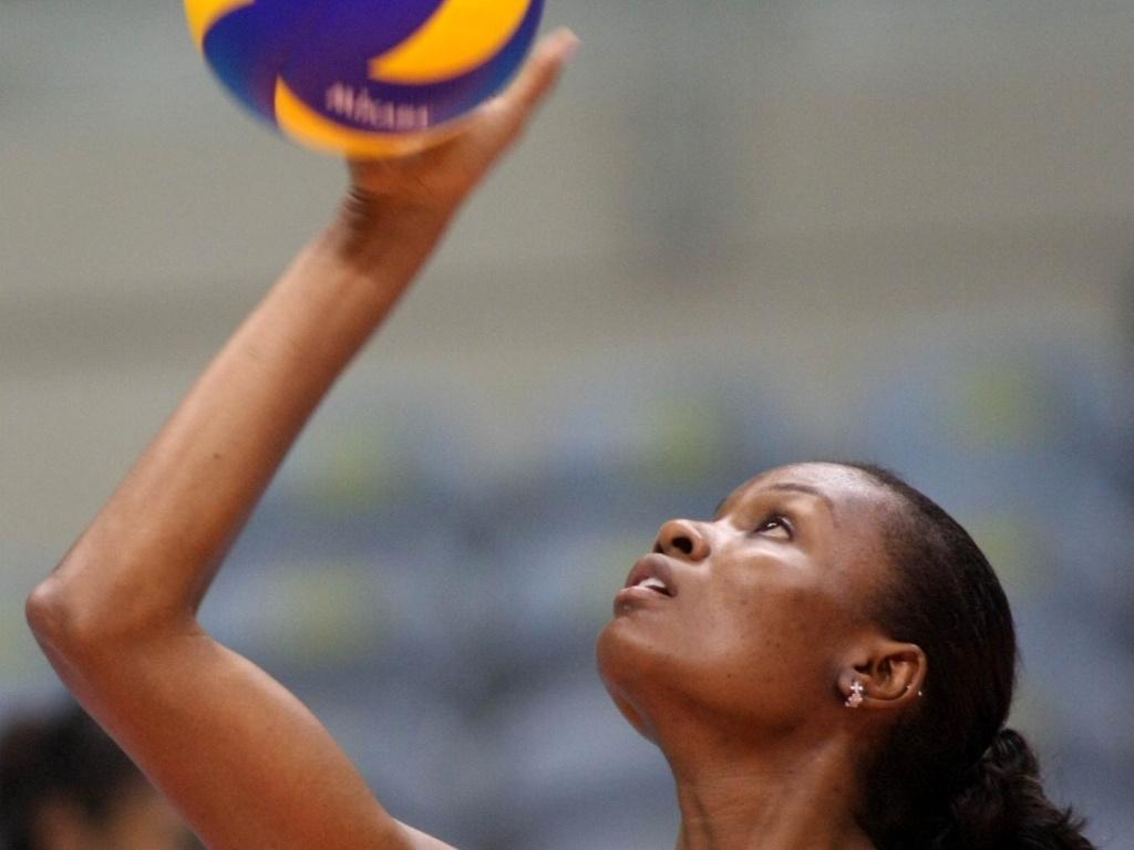 Fabiana participa de treino da seleção brasileira