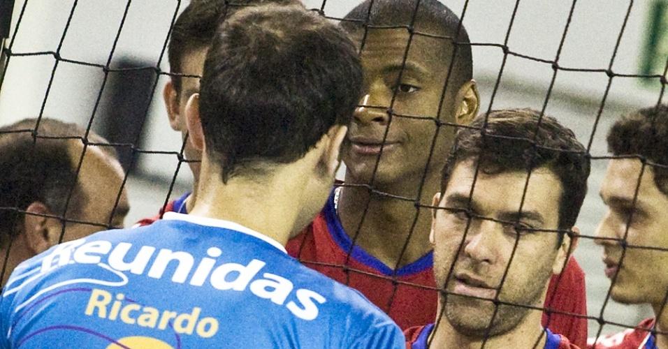 Ricardinho e Marcelinho se reencontram após três anos em duelo pelo Campeonato Paulista