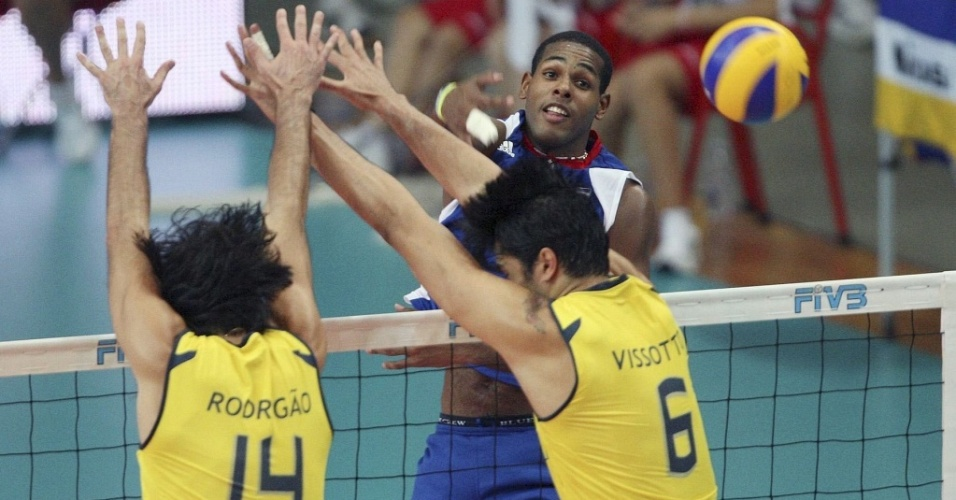 Leal supera bloqueio de Rodrigão e Leandro Vissotto na vitória de Cuba  sobre o Brasil 631ef589c4b88