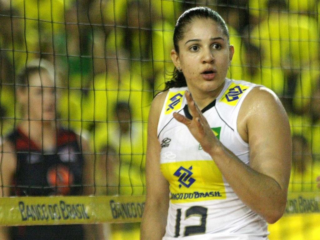 Natália participa de amistoso da seleção brasileira feminina de vôlei contra os Estados Unidos