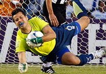 Protetor bucal vira item do uniforme de jogo do goleiro Fábio - 24 ... 383d619a99b2b