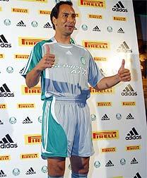 94c90a154469c Palmeiras inova e lança terceiro uniforme na cor prateada - 29 08 ...