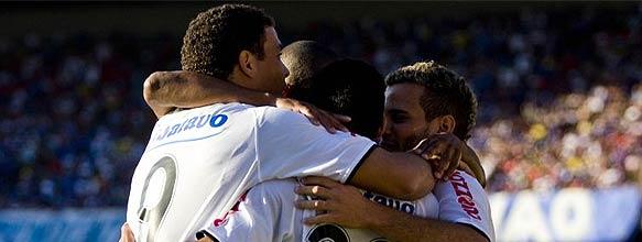 928ee98721342 Corinthians vence com um de Ronaldo e sela semana triste do Cruzeiro ...