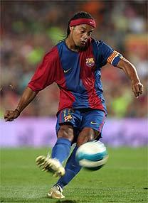 Machucado Ronaldinho Desfalca O Barca Na Estreia No Espanhol 27 08 2006 Uol Esporte Futebol